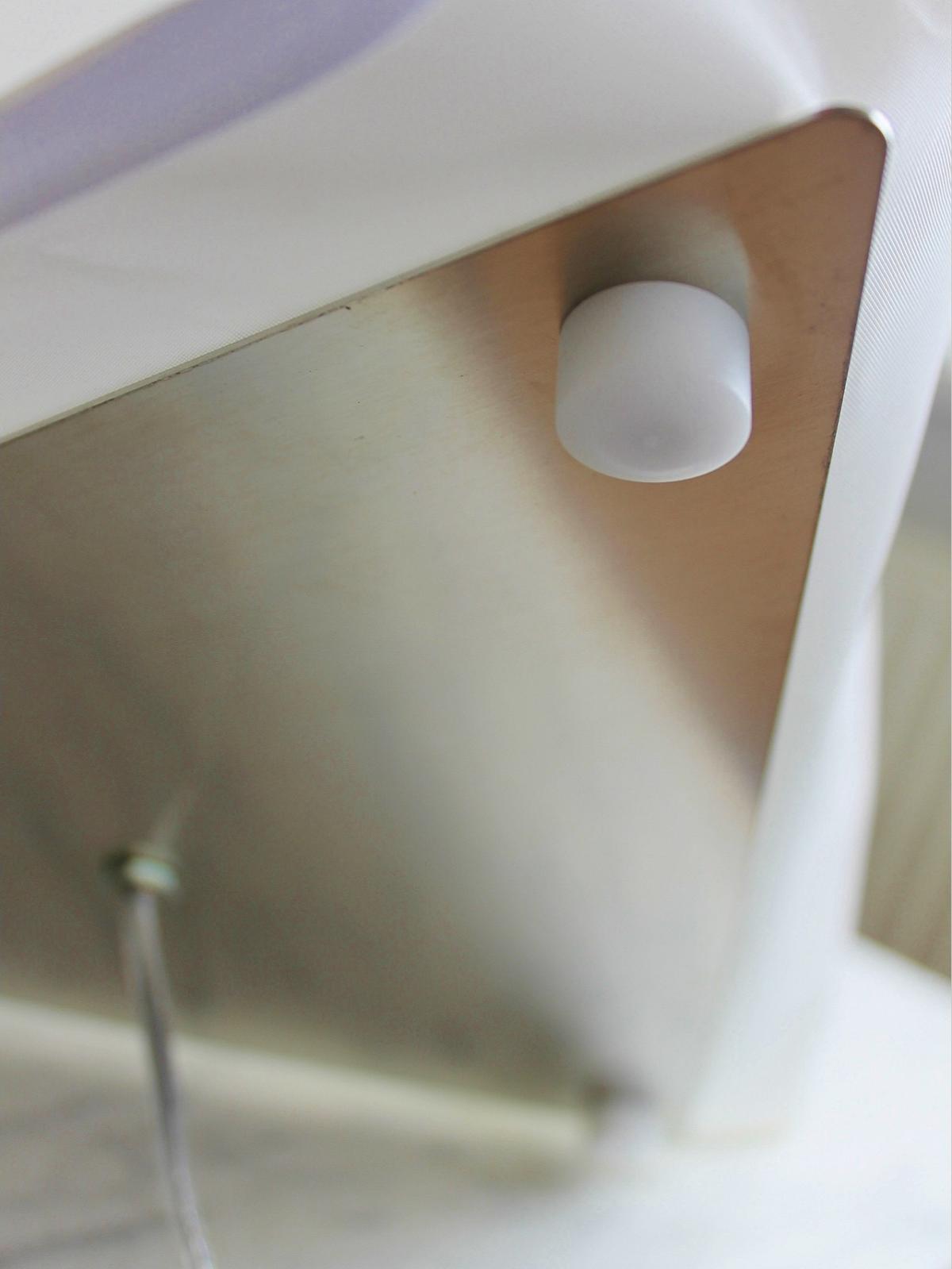 b2-gulvlampe-på-3-små-fødder-detaljer-png