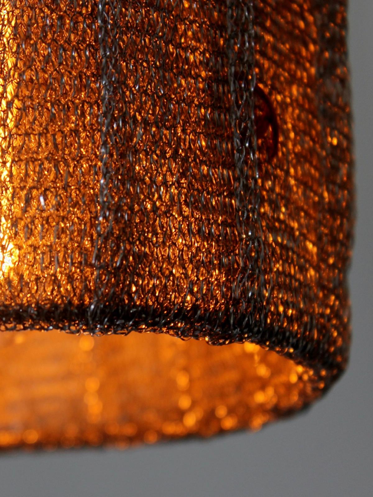 Staal mesh skaber glitrende stemningslys.
